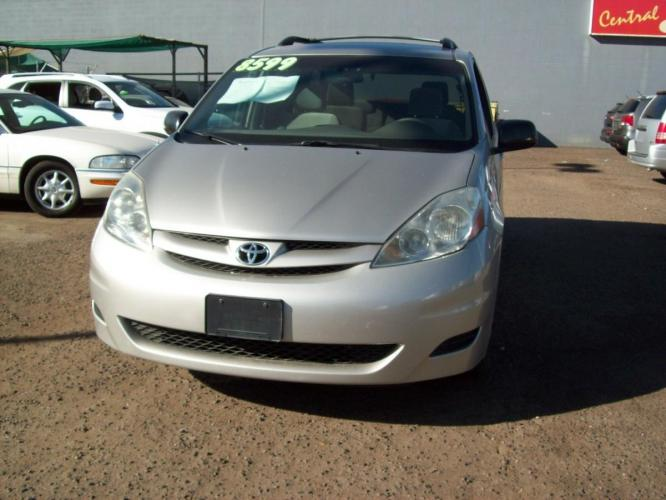 2007 SILVER Toyota Sienna (5TDZK23C47S) with an 3.5L V6 EFI DOHC 24V engine, 5-Speed Automatic Overdrive transmission, located at 323 E Dunlap Ave., Phoenix, AZ, 85020, (602) 331-9000, 33.567677, -112.069000 - Photo #0