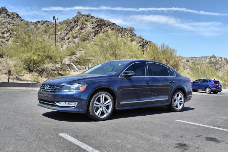 2013 BLUE Volkswagen Passat (1VWCN7A31DC) with an 2.0L L4 DOHC 16V TURBO DIESEL engine, 6-Speed Automatic transmission, located at 323 E Dunlap Ave., Phoenix, AZ, 85020, (602) 331-9000, 33.567677, -112.069000 - Photo #0