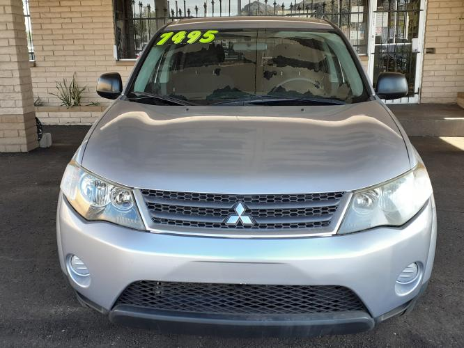 2009 Silver Mitsubishi Outlander ES 2WD (JA4LS21W09Z) with an 2.4L L4 DOHC 16V engine, Continuously Variable Transmisson transmission, located at 323 E Dunlap Ave., Phoenix, AZ, 85020, (602) 331-9000, 33.567677, -112.069000 - Photo #0