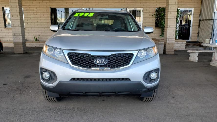 2011 Silver Kia Sorento LX 2WD (5XYKT4A13BG) with an 2.4L L4 DOHC 16V engine, 6-Speed Automatic transmission, located at 323 E Dunlap Ave., Phoenix, AZ, 85020, (602) 331-9000, 33.567677, -112.069000 - Photo #0
